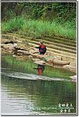 平溪_望古車站:河中自得其樂的釣客