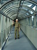 Day1-京都車站內伊勢丹10F 拉麵小路-寶屋拉麵:ALLEN在天空走道.JPG