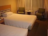 京都皇家飯店:兩人床.JPG