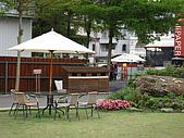 清境-夏都夢幻山林二日遊:園內有提供戶外的休息區
