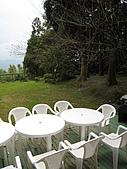 坪林翡翠山林民宿:前院一片草地可以盡情嬉戲