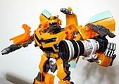 我家的變形金剛,拿的是Canon的大砲哦 >_:IMG_0403.JPG