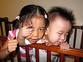 心肝寶貝二人組:可憐的姐姐...最後兩人扭成一團
