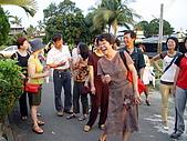 台東師專63級師道同學會:桂珍與同學談笑