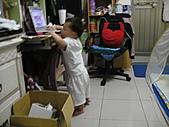 岍岍一歲八個月(1Y8M):571~1Y7m1d想偷玩.JPG