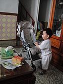 岍岍一歲八個月(1Y8M):要推去哪玩丫.JPG