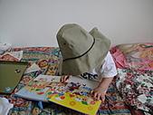 岍岍一歲八個月(1Y8M):570~1Y7m用功看書ing.JPG