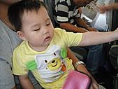 岍岍一歲八個月(1Y8M):990721第一次坐飛機,搗蛋中!.JPG