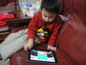 岍岍三歲二個月(3Y2M):DSC05870--3Y2M生活照--IPA迅速讓小孩安靜!!.JPG