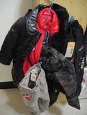 岍岍三歲二個月(3Y2M):DSC05868--謝謝阿嬤帶了一大堆的衣服回來給岍.JPG
