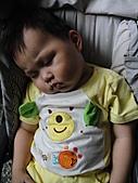 岍岍一歲八個月(1Y8M):醬也能睡。你也太好睡了吧.JPG