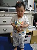 岍岍一歲八個月(1Y8M):愛偷喝.JPG