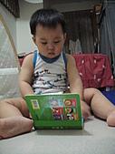岍岍一歲八個月(1Y8M):要用功喔.JPG