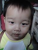 岍岍一歲八個月(1Y8M):背新包包開心中.JPG