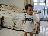岍岍一歲八個月(1Y8M):阿嬤家盯電視中.JPG