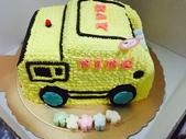 20150930我們滿2歲了!:09.29雙寶~安妮乾媽送的專屬生日蛋糕-NING(垃圾車)~台北阿公阿嬤家.JPG