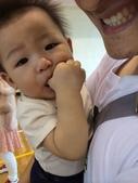 20140614雙寶第一次爬爬比賽~MOMO運動會:06.14乖寶~吃手2~內湖運動中心.JPG