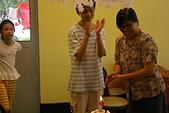 聖恩堂的家常菜:為當月壽星唱生日歌.JPG