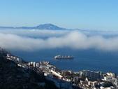 直布羅陀:從直布羅陀遠眺雲霧繚繞的非洲大陸
