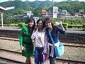 第六次的平溪:嘿嘿~看巧遇到誰呢!!!是第一女主角!女人我最大的專輯女角姚宜小姐