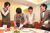 2008.02.17 宣傳「HITO流行音樂獎」學習海鮮料理:080218 中國時報01.jpg