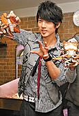 2008.02.17 宣傳「HITO流行音樂獎」學習海鮮料理:080218 星島日報.jpg
