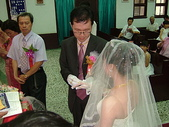 950624 Jerry&Jinna 結婚照片:新郎幫新娘戴上戒指~妳終於被我套牢了...
