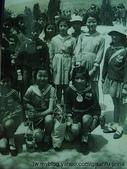 Jinna 媽媽小時候(李家):媽咪國中郊遊(前排左邊第二個)