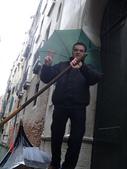 歐洲之義大利威尼斯:撐著傘的船夫