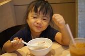 2011.10香港之旅:安瑜也吃得好滿足喔.JPG