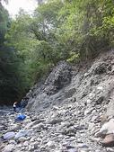 4-5  台灣櫻花鉤吻鮭  族群數量調查:DSCN9483  桃山西溪--颱風沖刷後的土石遺跡