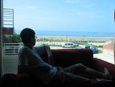 2008四月澎湖春假行:從2.5F大溪地眺望防波堤後的山水沙灘
