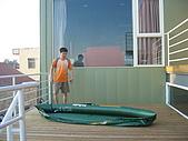 2008四月澎湖春假行:為自行攜帶的獨木舟打氣