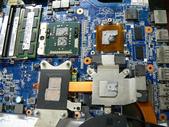 筆電 & 手機_ 維修:② 拆下散熱器導熱片--有殘屑
