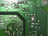 液晶螢幕 & 電視_  維修:⑧ 板後C714貼片電容_出廠就歪歪的不對