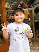 大實踐-中壢分店開幕:小帥哥:YA!我完成了!這是兔寶寶小香包,好高興!