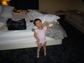 My beautiful baby:到了旅館我好開心啊!