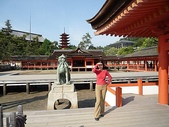 6 days in Japan:日本的廟宇很多都是橘色的(廣島的神社)