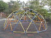 我的學習園地:後花園彩虹般的蜘蛛網設施.jpg