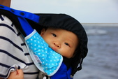 2016.Oct-[台中清水] 高美濕地、台中港區藝術中心:01_這小子出生才九個月已經來高美濕地三次了.JPG