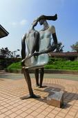 2016.Oct-[台中清水] 高美濕地、台中港區藝術中心:09_青銅雕塑:戀人.JPG