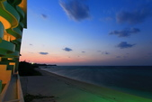2017.Apr-[日本沖繩] 沖繩:39_陽台就可以觀賞海灘日落後的晚霞.jpg