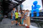 2018.Aug-[台中大里] Dali Art藝術廣場:20_當然要與Blue Man來張大合照.jpg