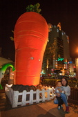2018.Mar-[台中中區] 新盛綠川水岸廊道:05_兒子最近喜歡拔蘿蔔,這根很夠他拔了~.jpg