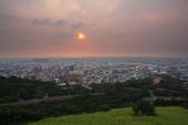 2014.Jul-[台中清水] 鰲峰山觀景台〈夜景版〉:02_太陽變紅了.jpg