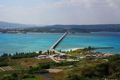 2017.Apr-[日本沖繩] 沖繩:23_從Ocean Tower頂樓遠眺古宇利大橋.jpg