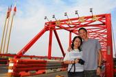 2013.Nov-[雲林西螺、虎尾] 西螺大橋、延平老街、布袋戲館、雲林故事館、虎尾厝沙龍:08_我們在西螺大橋.jpg