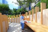 2018.Aug-[台中大里] Dali Art藝術廣場:03_這個露天圖書室也是新增的,真的有書可看喔~.JPG