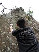 2009.05.May-[台北縣] 平溪、東北角:11_很有攀岩的效果(其實只是做做樣子).JPG