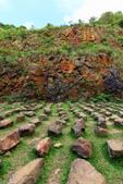 """2020.May-[新北瑞芳] 外九份溪圳橋、金瓜石地質公園、祈堂老街、十三層遺址夜景:19_其實這些石頭是""""座位"""".jpg"""